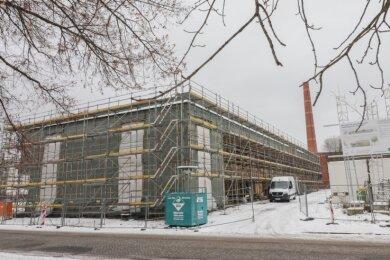 Die neue Kita an der Schloßstraße steht im Rohbau. Voraussichtlich Ende des Jahres sollen die Arbeiten beendet sein. Die Einrichtung bietet Platz für 150Mädchen und Jungen.