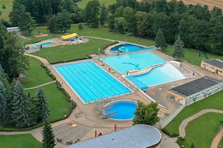 Die Sanierung der Becken im Strandbad dauert länger.