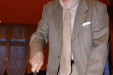 Viele Jahre schnitt Gottfried Seltmann im Advent den Stollen im Kulturbund an.