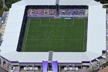Verliebte FCE-Fans sollen sich schon bald direkt im Erzgebirgsstadion in Aue das Ja-Wort geben können.