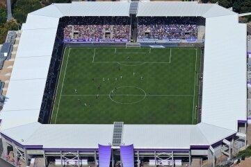 Veranstaltungen mit mehr als 1000 Fans sind ab Donnerstag, 8 Uhr in Sachsen verboten. Das Erzgebirgsstadion in Aue fasst knapp 10.000 Fans.