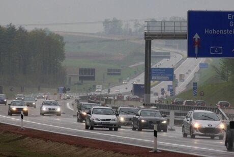 Der letzte Bauabschnitt der A 4 zwischen Wüstenbrand und Limbach-Oberfrohna ist am Freitag für den Verkehr freigegeben worden.