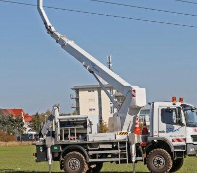 Alle Jahre wieder? - Im Herbst 2019 musste bei Zwickau ein Drachen aus einer 300-Kilovolt-Leitung geholt werden (Foto). Am 18. Oktober hatte ein Drachen bei Ottendorf einen Kurzschluss ausgelöst.