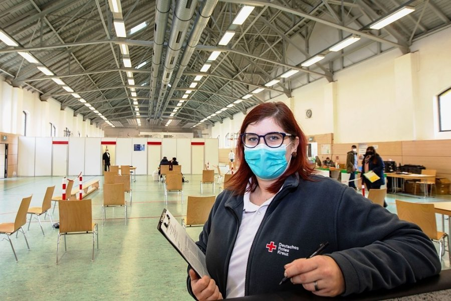 Luisa Glöckl ist gelernte Hotelfachfrau. Durch die Pandemie musste sie ihren Job wechseln und arbeitet jetzt im Plauener Impfzentrum.