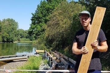 Stefan Wagner, Herbergsleiter für Plauen und Taltitz, auf dem neuen Steg an der Talsperre. Die Arbeiten laufen noch.
