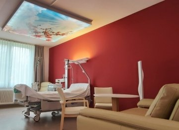 Blick in ein Patientenzimmer der Palliativstation.