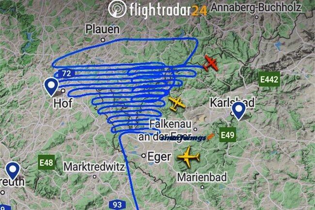 Flugbild, das ein Flieger aus Salzburg am Mittwoch über dem Vogtland zog. Die Flugbewegungen sind auf Internetportalen wie hier www.fligthradar24.com einsehbar.