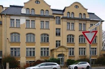 Das Gebäude steht an der Weststraße in Plauen und gehörte zur Plauener Spitze.