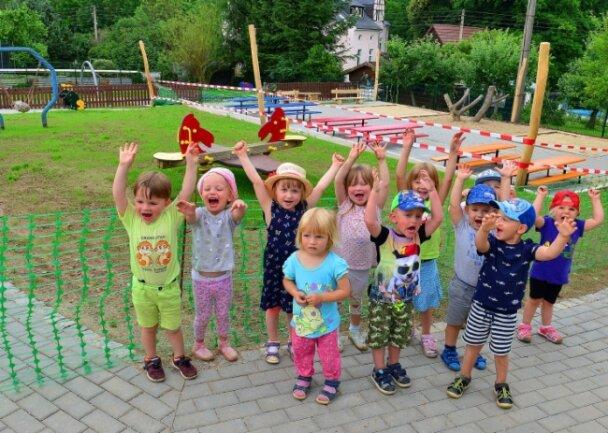 """Die Mäusegruppe der Kita """"Burggeister"""" in Kriebthal freut sich schon auf die Freigabe des neuen Außengeländes."""