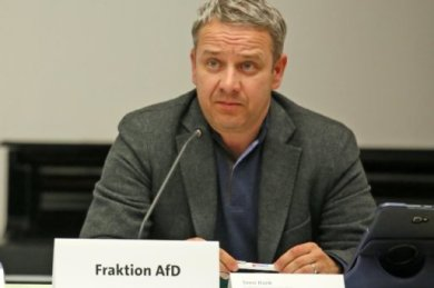 Sven Itzek, den die AfD-Fraktion im Zwickauer Stadtrat letzte Woche als Fraktionsvorsitzenden abwählt hatte, ist aus der Partei ausgetreten.