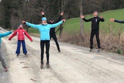 Fast 700 Kilometer sind die Mitglieder des SVV Plauen in den vergangenen Wochen gewandert. Auch Gymnastik im Freien machte Spaß.