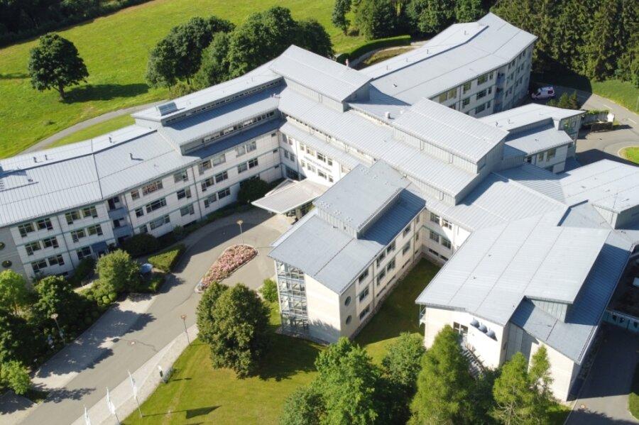 Der Adorfer Standort der Paracelsus-Klinik aus der Luft. Die Eröffnung des Hauses jährt sich zum 25. Mal.