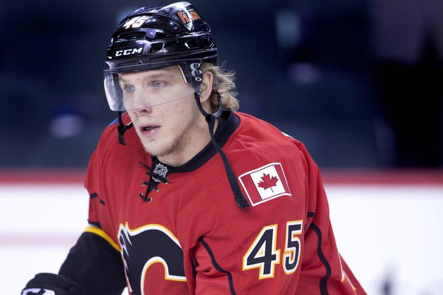 Der Ex-Crimmitschauer David Wolf im Trikot der Calgary Flames.