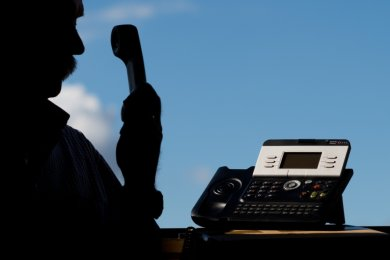 Wenn es am Telefon um vermeintliche Gewinne geht, sollten Angerufene misstrauisch sein.