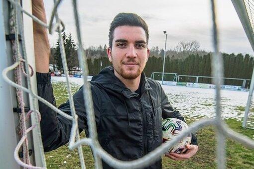 Bei den Fußballern der SG Neukirchen gibt es einen Neuzugang. Der rumänische Mittelfeldspieler Serban Daniel soll das Team in Zukunft mit seinen Kick-Künsten verstärken.