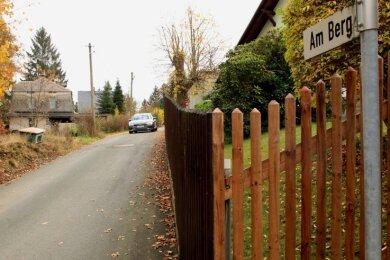 An der Straße Am Berg in Lauschgrün waren die Unterschiede zwischen Flurkarten und neuer Vermessung besonders groß.