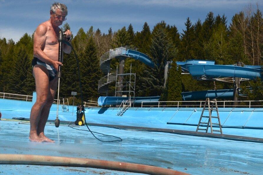 Rebesgrüner Bad: Becken sind sauber - Wasser läuft