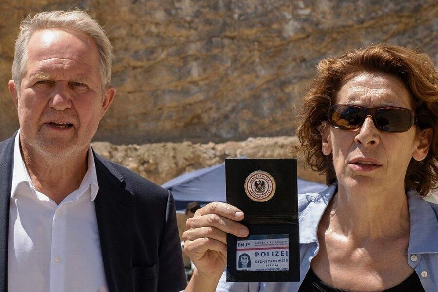 """Einer """"Verschwörung"""" ist das Erfolgsduo Moritz Eisner (Harald Krassnitzer) und Bibi Fellner (Adele Neuhauser) auf der Spur."""
