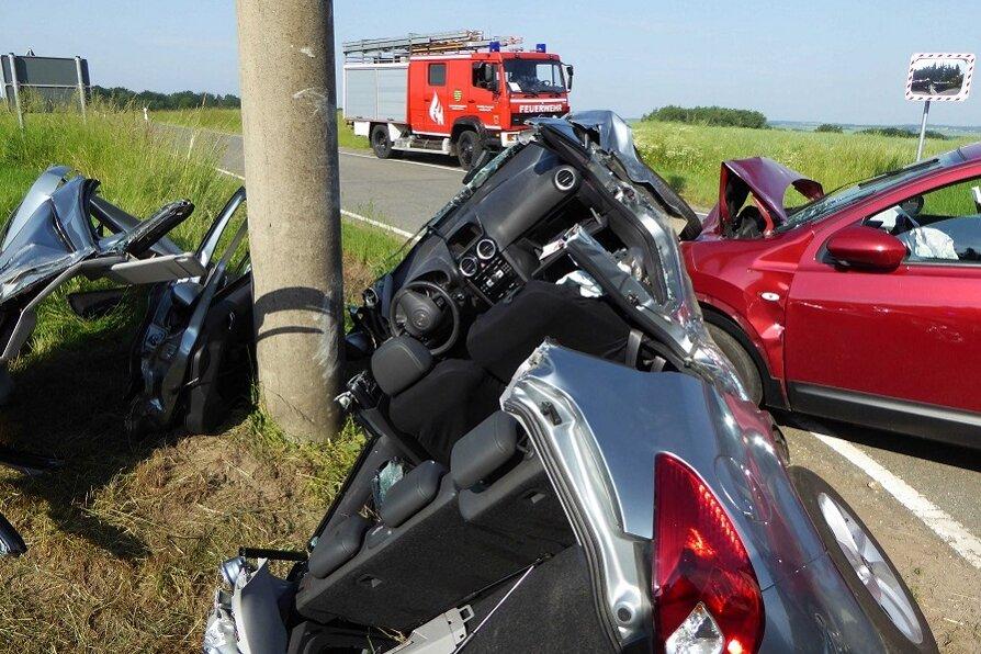 Zwei Verletzte bei Zusammenstoß auf Kreuzung