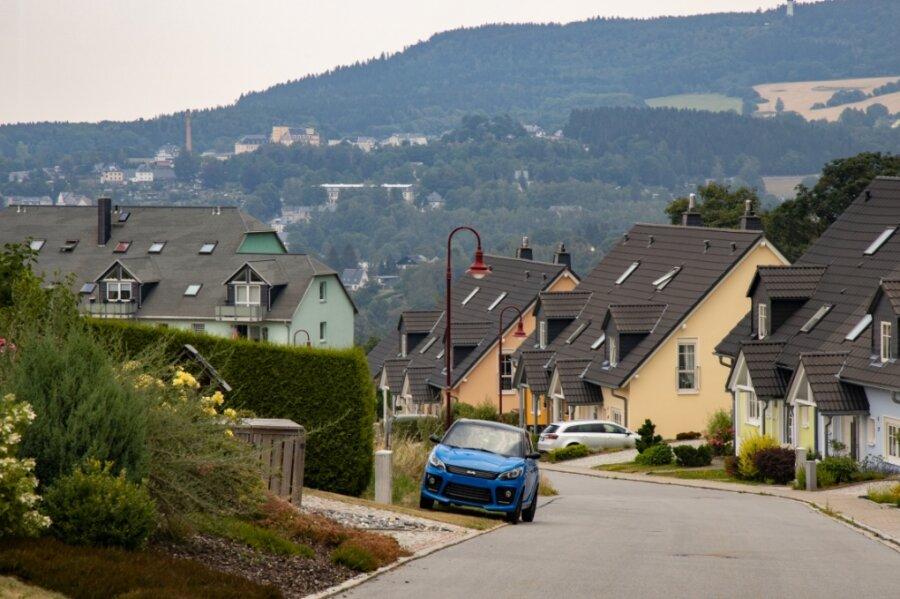 """Laut Wirtschaftsförderung hat der Erzgebirgskreis in Sachsen die höchste Eigentümerquote bei Wohnraum. In Sachen Bauland setzen Kommunen auf Wohngebiete wie den """"Heiteren Blick"""" in Annaberg-Buchholz, aber auch auf Lückenbebauung.Foto: Ronny Küttner"""