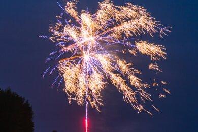 Feuerwerke bei Hochzeitsfeiern im Waldhof in Börnichen haben in den vergangenen Wochen überhand genommen. Nun suchen Gemeinde, Verwaltung und der Inhaber der Gaststätte nach einer Lösung.