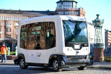 Selbstfahrende Busse, wie dieses Fahrzeug in Mannheim, sollen im Plauener Süden getestet werden. Das planen die Verantwortlichen für den Nahverkehr im Vogtland.