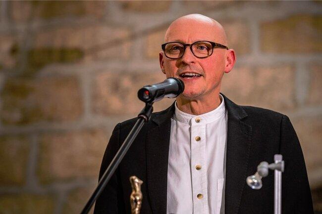 Der Autor Jörg Bernig wurde vergangene Woche zum neuen Kulturamtsleiter in Radebeul gewählt, was viel Kritik erntete. Unser Bild zeigt Bernig bei der Verleihung des Radebeuler Kunstpreises 2013.