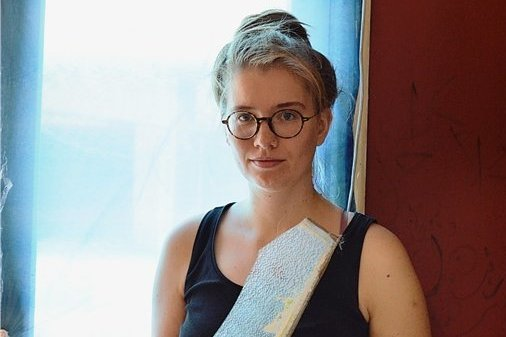 Johanna Luther aus Chemnitz lebt in Beirut. Die Explosion zerstörte Fenster in ihrer Wohnung.