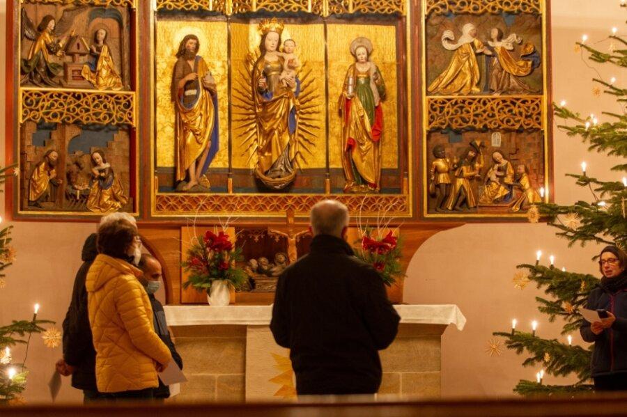 Das Friedensgebet findet mittwochs, 18 Uhr, in der Johanniskirche statt und ist Teil der Versöhnungsarbeit des Nagelkreuzzentrums.