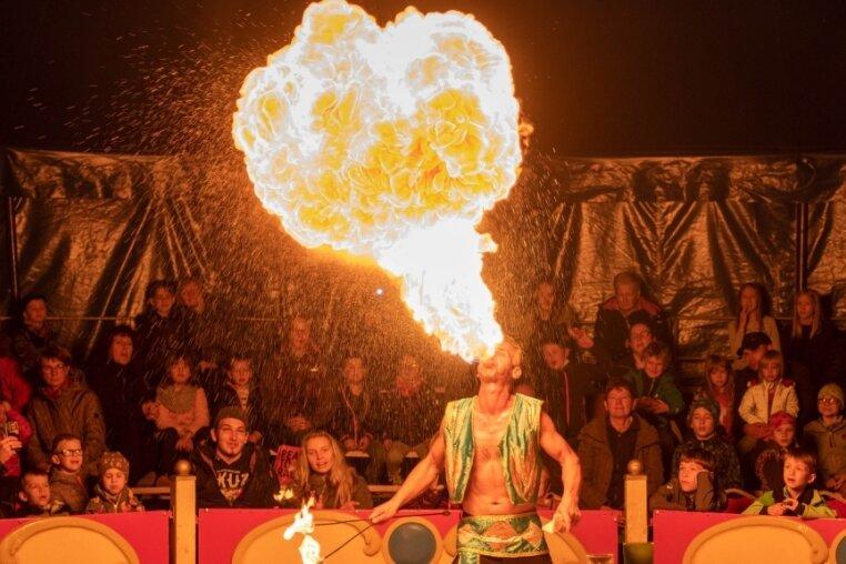 Manege frei für Feuershow und Akrobatik