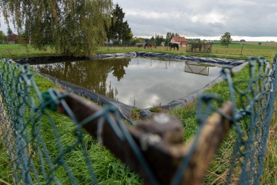 Der Löschwasserteich im Seelitzer Ortsteil Kolkau liegt an einem Ende des Ortes, der allerdings recht langgezogen ist. Um im Ernstfall über Löschwasser zu verfügen, soll im Jahr 2022 eine Zisterne mehr in der Mitte des Ortes eingebaut werden.