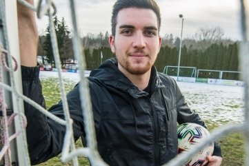 Bei den Fußballern der SG Neukirchen gibt es einen Neuzugang.Der rumänische Mittelfeldspieler Serban Daniel soll das Team in Zukunft mit seinen Kick-Künsten verstärken.