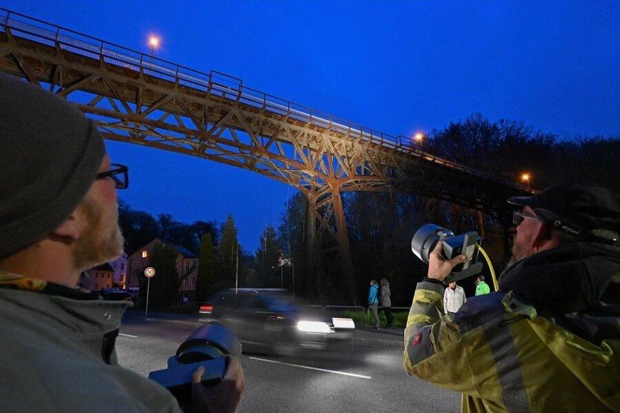 Auch viele Rabensteiner waren zum Test der Viadukt-Beleuchtung gekommen.