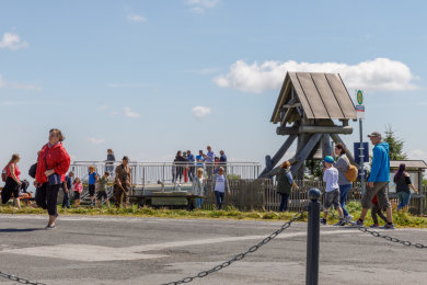 Touristen auf dem Fichtelberg
