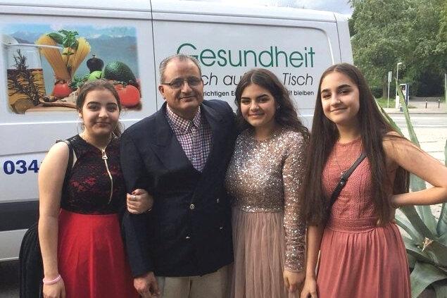 Halima, Zahid, Iram und Fehmiya (von links) in glücklichen Tagen.