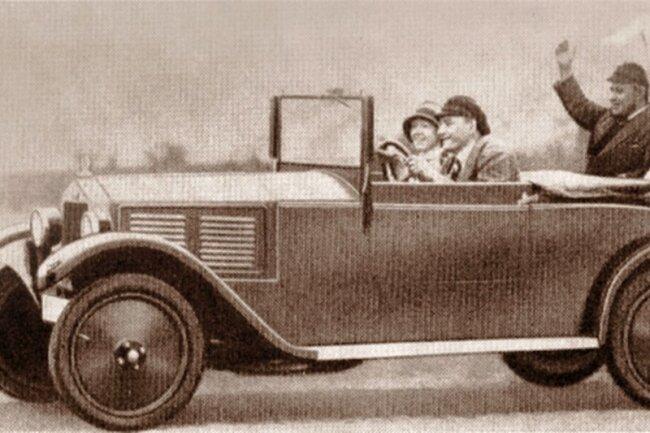 """Das Foto zeigt das originale Vorbild für das später von DKW Rasmussen in Zschopau vertriebene Luxus-Kindertretauto """"Blitz"""", das jetzt in der Sammlung Holler zu sehen ist."""