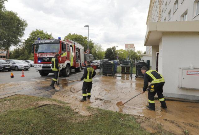 Zu einem Wasserrohrbruch ist es am Samstagmorgen an der Carl-von Ossietzky-Straße in Chemnitz gekommen.