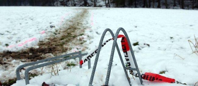 In Mobendorf ist ein junger Mann durch Böller ums Leben gekommen. Die Polizei geht von einem Unfall aus.