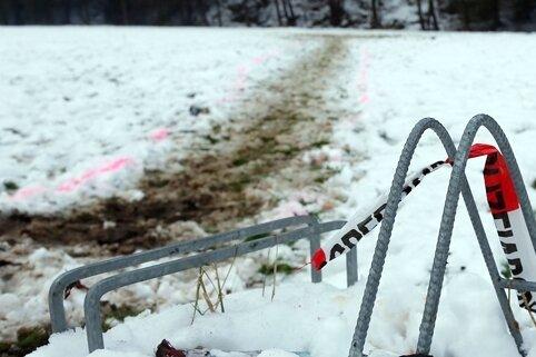 In Mobendorf ist ein junger Mann in der Silvesternacht durch Böller ums Leben gekommen. Die Polizei geht von einem Unfall aus.