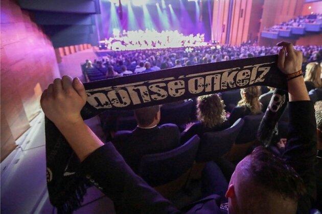 Böhse-Onkelz-Fans im Konzertsaal: Die Nordböhmische Philharmonie Teplice präsentierte in der Stadthalle Chemnitz Lieder der Rockband im klassischenGewand.