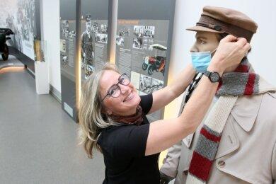 Auch Annett Lang vom Horchmuseum atmet auf: Die Schau ist wieder zu sehen, aber nur mit Mund-Nasen-Schutz.