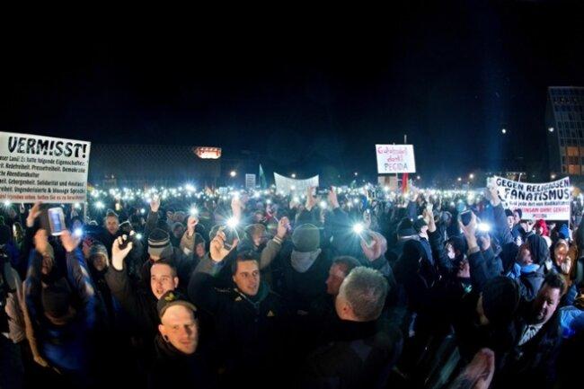 """""""Patriotische Europäer gegen die Islamisierung des Abendlandes"""" in Dresden. Von Islamisierung steht nichts im Pegida-Papier."""