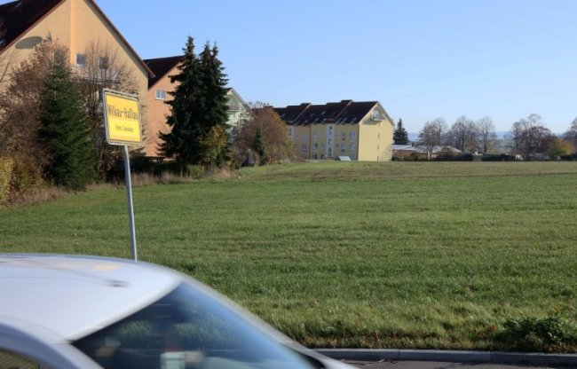 Derzeit noch als Ackerfläche genutzt, sollen auf dem Areal in ein paar Jahren unter anderem schmucke Einfamilienhäuser stehen.