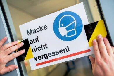 Über die Maskenpflicht in Verkehrsmitteln und Geschäften sind sich die Bundesländer noch am ehesten einig. Aber ansonsten unterscheiden sich die geltenden Coronaregeln teils deutlich.