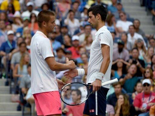 Djokovic gewinnt, weil Juschni aufgeben muss