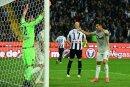 Cristiano Ronaldo (r.) traf gegen Udinese Calcio