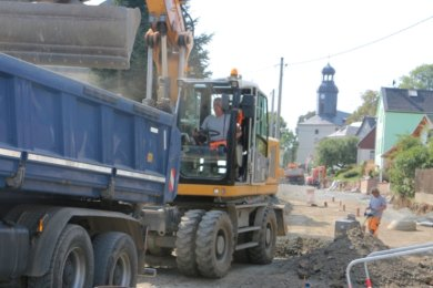 In Rodau haben die Straßenbauer jede Menge zu tun. Nach Kritik von Anwohnern will nun der Gemeinderat näher hinschauen.