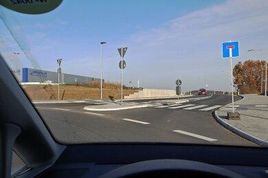 Das Sackgassenschild soll im Herbst 2021 verschwinden. Dann geht es vom Kreisverkehr an der Gablenzer Straße auf die B 93 - aber nur in Richtung Zwickau.