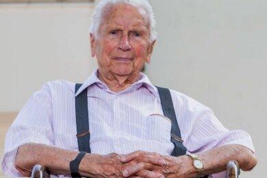 Gerhard Lorenz ist vor 100 Jahren in Niedersteinbach geboren worden. Der ehemalige Lehrer ist auch in seinem hohen Alter fit, lebt jetzt in Stralsund und ist trotzdem stets gut informiert über seine Heimat.