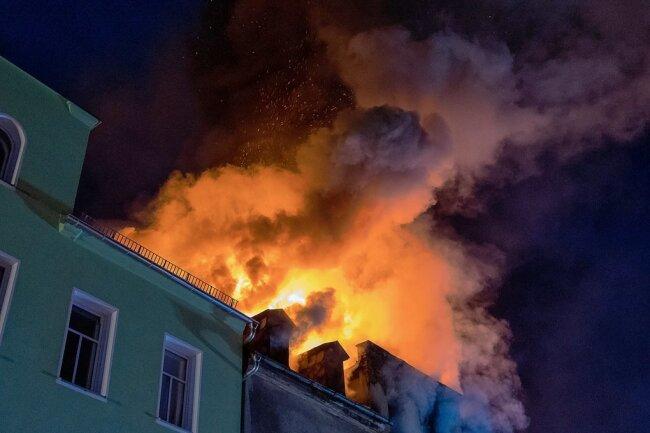 Experten der Kriminalpolizei ermitteln nach wie vor, wodurch die Flammen in der Brandnacht derart angefacht werden konnten.